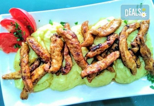Хапнете вкусно и изгодно! Основно ястие и салата по избор от La Dolce Vita bar & dinner! - Снимка 6