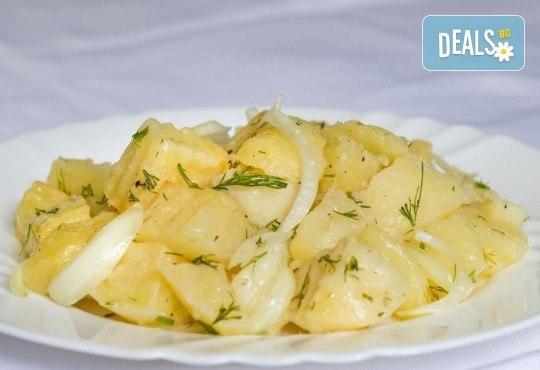 Хапнете вкусно и изгодно! Основно ястие и салата по избор от La Dolce Vita bar & dinner! - Снимка 7