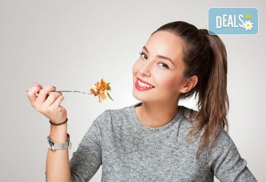 Хапнете вкусно и изгодно! Основно ястие и салата по избор от La Dolce Vita bar & dinner! - Снимка 1