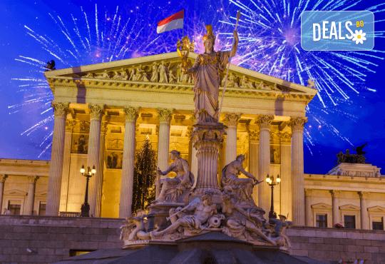 Посрещнете Нова година в магичната Виена! 3 нощувки със закуски, транспорт, екскурзовод и посещение на Будапеща - Снимка 1