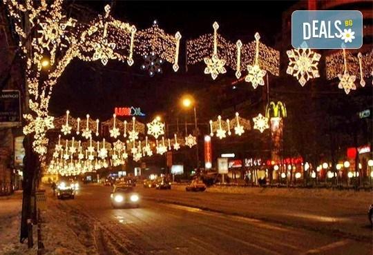Потопете се в Коледното очарование на Букурещ - Малкия Париж! 1 нощувка със закуска, транспорт и екскурзовод - Снимка 2