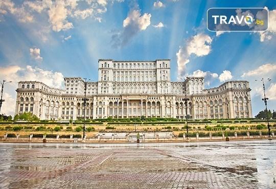 Потопете се в Коледното очарование на Букурещ - Малкия Париж! 1 нощувка със закуска, транспорт и екскурзовод - Снимка 4