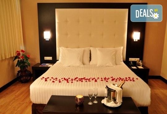 Петзвездна Нова година в Eresin Topkapi Hotel в Истанбул! 2 нощувки със закуски, ползване на турска баня, басейн и сауна - Снимка 5