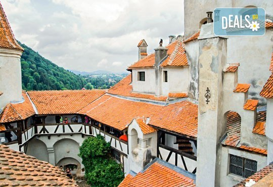 Екскурзия на супер цена през есента до Румъния! 2 нощувки със закуски в Синая, транспорт и посещение на замъка Пелеш и Музея на селото - Снимка 8