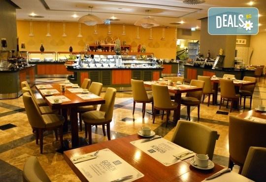 Лукс за Нова година в Hotel Istanbul Gonen 5*, Истанбул! 3 нощувки със закуски, транспорт, богата Новогодишна вечеря и посещение на Одрин - Снимка 6