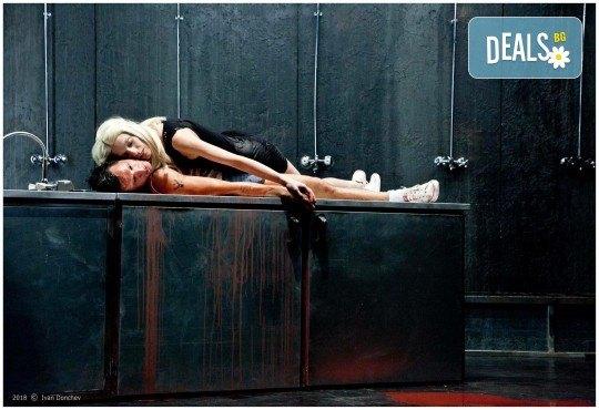 Гледайте комедията Килър Джо с Малин Кръстев на 3-ти ноември (неделя) в Малък градски театър Зад канала! - Снимка 7