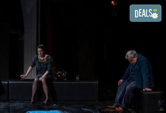 Комедията Пияните с Весела Бабина, Герасим Георгиев-Геро и Анастасия Лютова на 12-ти ноември (вторник) в Малък градски театър Зад канала! - Снимка 14