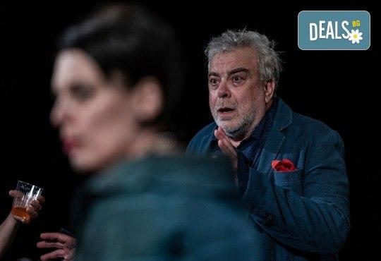 Комедията Пияните с Весела Бабина, Герасим Георгиев-Геро и Анастасия Лютова на 12-ти ноември (вторник) в Малък градски театър Зад канала! - Снимка 13