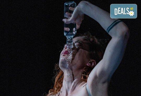 Комедията Пияните с Весела Бабина, Герасим Георгиев-Геро и Анастасия Лютова на 12-ти ноември (вторник) в Малък градски театър Зад канала! - Снимка 8