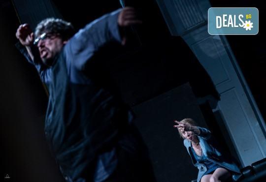 Комедията Пияните с Весела Бабина, Герасим Георгиев-Геро и Анастасия Лютова на 12-ти ноември (вторник) в Малък градски театър Зад канала! - Снимка 11