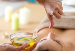 Заслужени минути на блаженство и хармония! Индийски абхаянга масаж с антистрес ефект в студио Giro! - Снимка