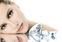 Кажете не на мазната и акнетична кожа с диамантено микродермабразио в салон за красота Женско царство - Студентски град или Център! - Снимка