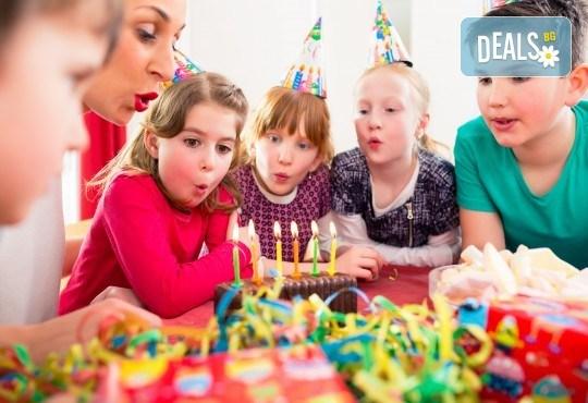 2 часа детски рожден ден за до 10 деца с включени меню, торта, аниматор, много музика и игри, пързалки, играчки, украса и фотозаснемане от Детски Парти Клуб Honey! - Снимка 1