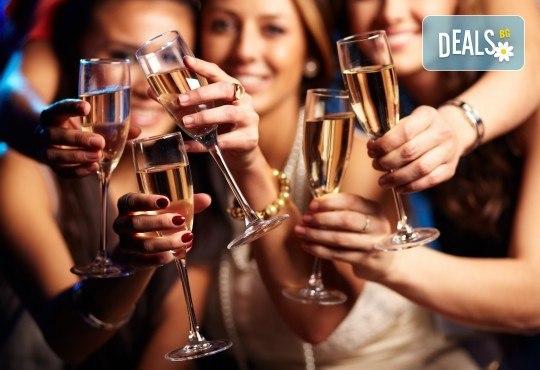 Купон за 8-ми декември в Best Western Plus 4* в Слънчев бряг! 2 нощувки със закуски, празнична вечеря и ексклурзивно студентско парти! - Снимка 2
