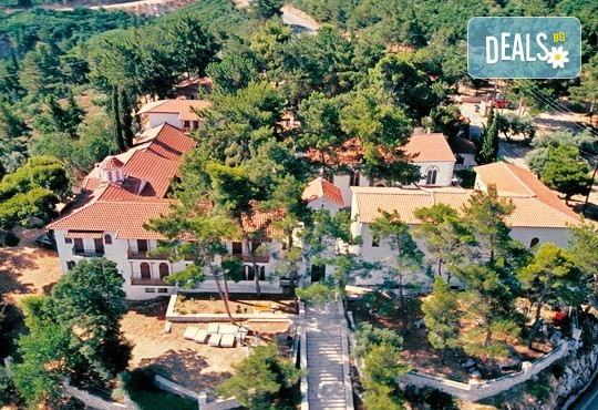Посрещнете Нова година 2020 на о. Лефкада, Гърция, с България Травъл! Хотел Lefkas 3*+, 3 нощувки, 3 закуски, 2 вечери, транспорт по желание - Снимка 2