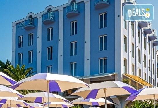 Нова година 2020 на Черногорската ривиера с България Травъл! 4 нощувки, 4 закуски, 2 вечери в Hotel Palma 4*+ в Тиват, по желание транспорт - Снимка 13