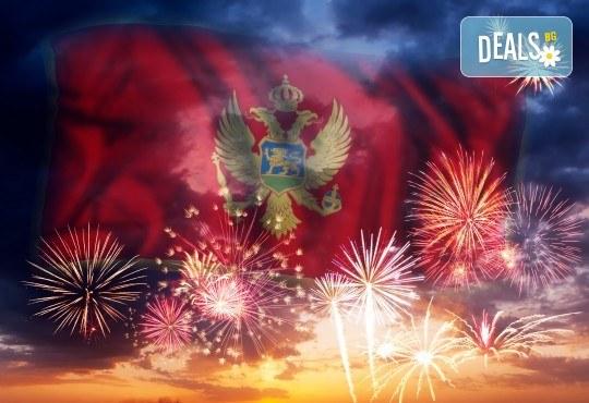 Нова година 2020 на Черногорската ривиера с България Травъл! 4 нощувки, 4 закуски, 2 вечери в Hotel Palma 4*+ в Тиват, по желание транспорт - Снимка 1