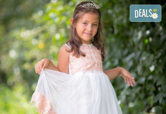 Едночасова детска или семейна фотосесия в студио или на открито и обработка на всички кадри от фотостудио Arsov Image! - Снимка 11