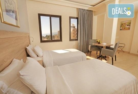 Екзотична есенна екскурзия до Йордания! 4 нощувки със закуски в хотел 4*, самолетен билет и трансфери, входна виза - Снимка 14