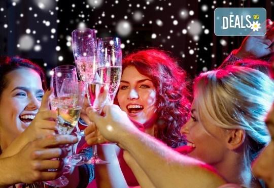 Новогодишен купон в Етно село Срна: вечеря с богато меню и напитки, транспорт