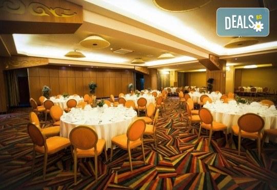 За Нова година в SPA Hotel Rin Grand 4* в Букурещ, Румъния! 3 нощувки със закуски, транспорт, екскурзовод и програма - Снимка 6
