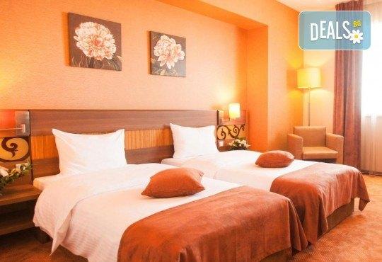 За Нова година в SPA Hotel Rin Grand 4* в Букурещ, Румъния! 3 нощувки със закуски, транспорт, екскурзовод и програма - Снимка 3