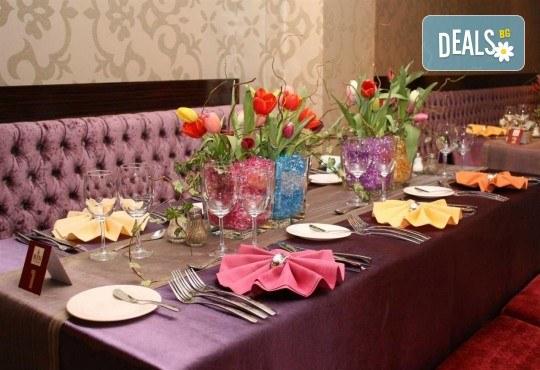 За Нова година в SPA Hotel Rin Grand 4* в Букурещ, Румъния! 3 нощувки със закуски, транспорт, екскурзовод и програма - Снимка 5
