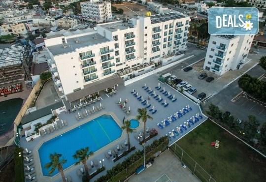 Нова година 2020 в Кипър с полет от Варна! Самолетен билет, летищни такси, багаж, трансфер, 4 нощувки със закуски и вечери в Kapetanios Hotel 3* - Снимка 3
