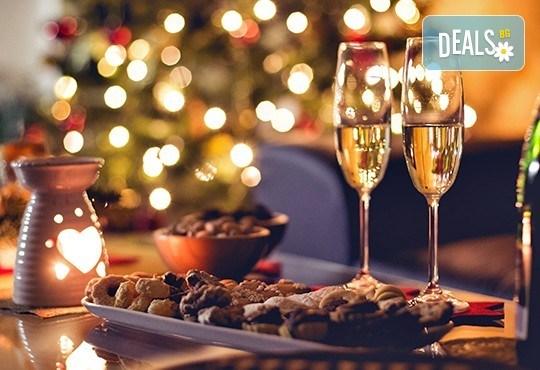 Нова година 2020 в Кипър с полет от Варна! Самолетен билет, летищни такси, багаж, трансфер, 4 нощувки със закуски и вечери в Kapetanios Hotel 3* - Снимка 1