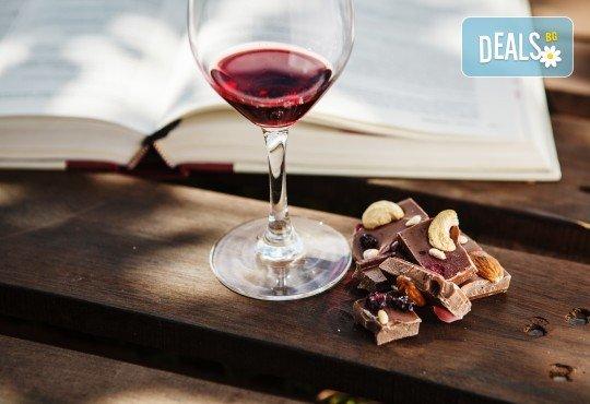 Шоколадов масаж на цяло тяло, чаша вино и шоколадов комплимент в студио Спавел