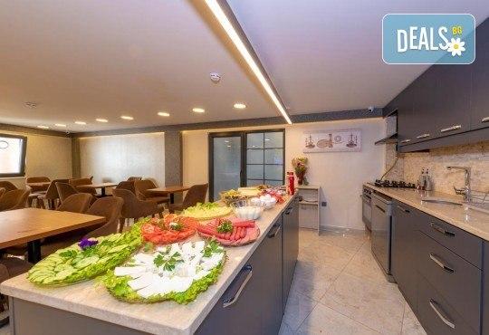 Посрещнете Нова година в Истанбул! 3 нощувки със закуски в Grand Ahi Hotel 3*, транспорт и бонуси: посещение на мол Forum и Одрин - Снимка 11