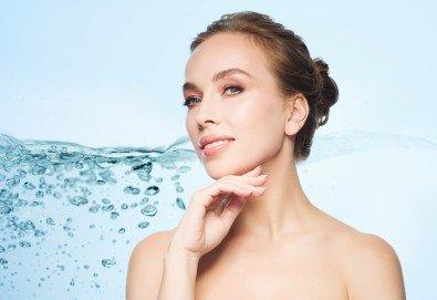 Кислородна анти ейдж терапия с пилинг, кислороден душ с хиалуронова киселина и окси маска в салон за красота Вили!