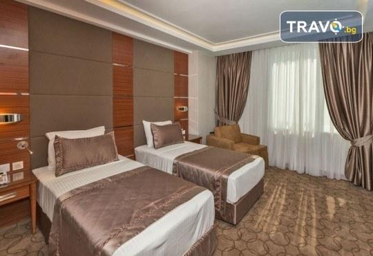 Посрещнете Нова година в Истанбул! 3 нощувки със закуски в Glorius Hotel 4*, транспорт и бонуси: посещение на мол Forum и Одрин - Снимка 8
