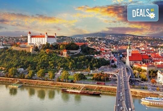 Нова година 2020 в Братислава с ТА Солвекс! Самолетен билет, летищни такси, трансфер, 3 нощувки със закуски в Хотел Tatra 4*, пешеходна обиколка - Снимка 3