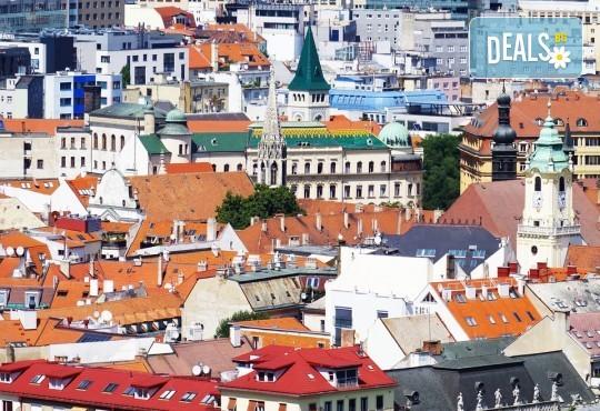 Нова година 2020 в Братислава с ТА Солвекс! Самолетен билет, летищни такси, трансфер, 3 нощувки със закуски в Хотел Tatra 4*, пешеходна обиколка - Снимка 4
