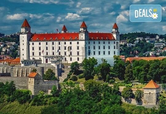 Нова година 2020 в Братислава с ТА Солвекс! Самолетен билет, летищни такси, трансфер, 3 нощувки със закуски в Хотел Tatra 4*, пешеходна обиколка - Снимка 5