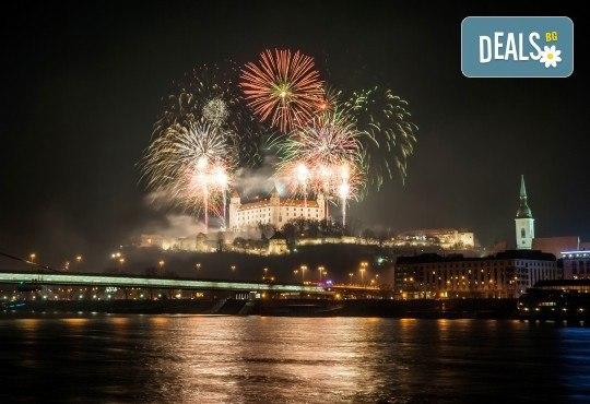Нова година 2020 в Братислава с ТА Солвекс! Самолетен билет, летищни такси, трансфер, 3 нощувки със закуски в Хотел Tatra 4*, пешеходна обиколка - Снимка 1