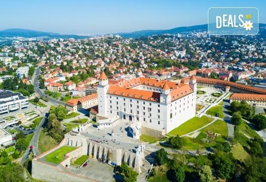 Нова година 2020 в Братислава с ТА Солвекс! Самолетен билет, летищни такси, трансфер, 3 нощувки със закуски в Хотел Tatra 4*, пешеходна обиколка - Снимка 2