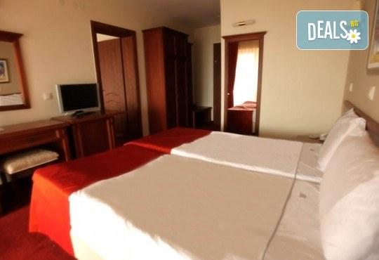 Отпразнувайте идването на Новата 2020 година в Охрид! 3 нощувки със закуски и вечери в Hotel Belvedere 4*, транспорт, Новогодишна вечеря, разходка в Скопие, Струга и Битоля - Снимка 13