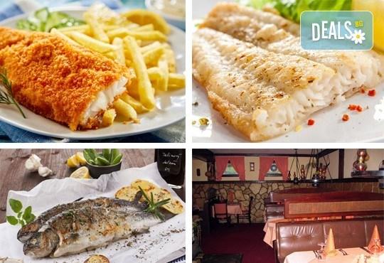 Средиземноморски круиз! Рибно плато: пресен сафрид, толстолоб, филе бяла риба пане, филенца сьомгова пъстърва, рибни рулца и пържени картофи в Ресторант 21 в Лозенец! - Снимка 1