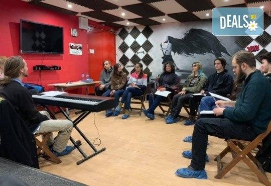 1 или 2 урока по пеене, китара, барабани, пиано, бас китара, саксофон, гайда или друг инструмент при преподавател в Rock School - Снимка 17