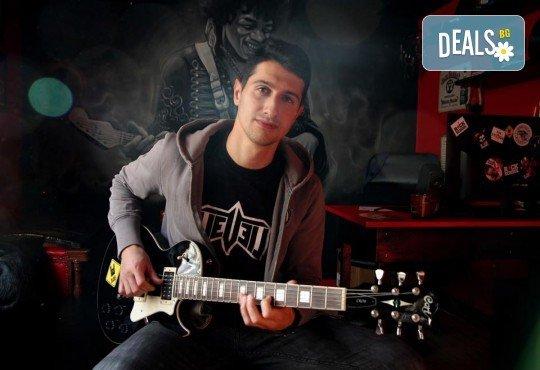 1 или 2 урока по пеене, китара, барабани, пиано, бас китара, саксофон, гайда или друг инструмент при преподавател в Rock School - Снимка 4
