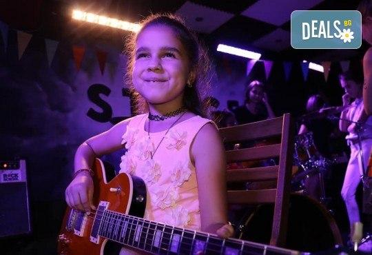 1 или 2 урока по пеене, китара, барабани, пиано, бас китара, саксофон, гайда или друг инструмент при преподавател в Rock School - Снимка 18