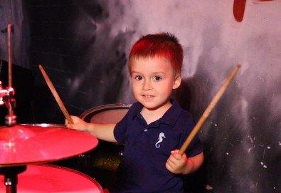 1 или 2 урока по пеене, китара, барабани, пиано, бас китара, саксофон, гайда или друг инструмент при преподавател в Rock School - Снимка