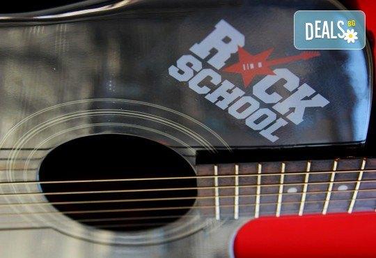 1 или 2 урока по пеене, китара, барабани, пиано, бас китара, саксофон, гайда или друг инструмент при преподавател в Rock School - Снимка 27