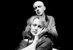 Гледайте Влади Люцканов и Койна Русева в Часът на вълците, на 23.10. от 19 ч., в Младежкия театър, сцена Бергман, билет за един! - Снимка