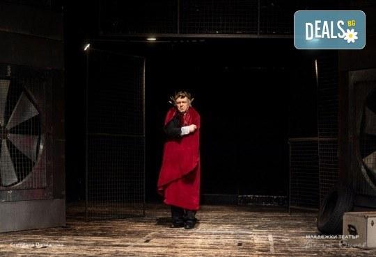 Гледайте Стефан Мавродиев в Аз, Фойербах, на 24.10. от 19ч. в Младежки театър, Камерна сцена, 1 билет! - Снимка 5