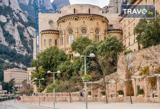 Коледен шопинг в Барселона! 5 нощувки със закуски и вечери в Hotel Samba 3* в Коста Брава, самолетен билет и транспорт с автобус, водач от Луксъри Травел! - Снимка 11