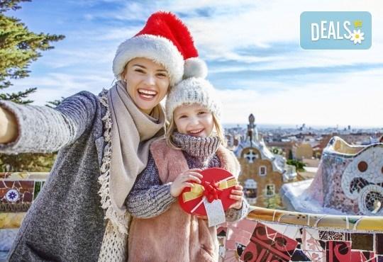 Коледен шопинг в Барселона! 5 нощувки със закуски и вечери в Hotel Samba 3* в Коста Брава, самолетен билет и транспорт с автобус, водач от Луксъри Травел! - Снимка 1
