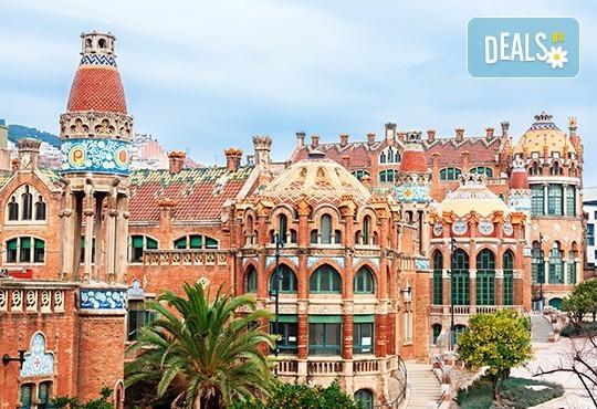Коледен шопинг в Барселона! 5 нощувки със закуски и вечери в Hotel Samba 3* в Коста Брава, самолетен билет и транспорт с автобус, водач от Луксъри Травел! - Снимка 3
